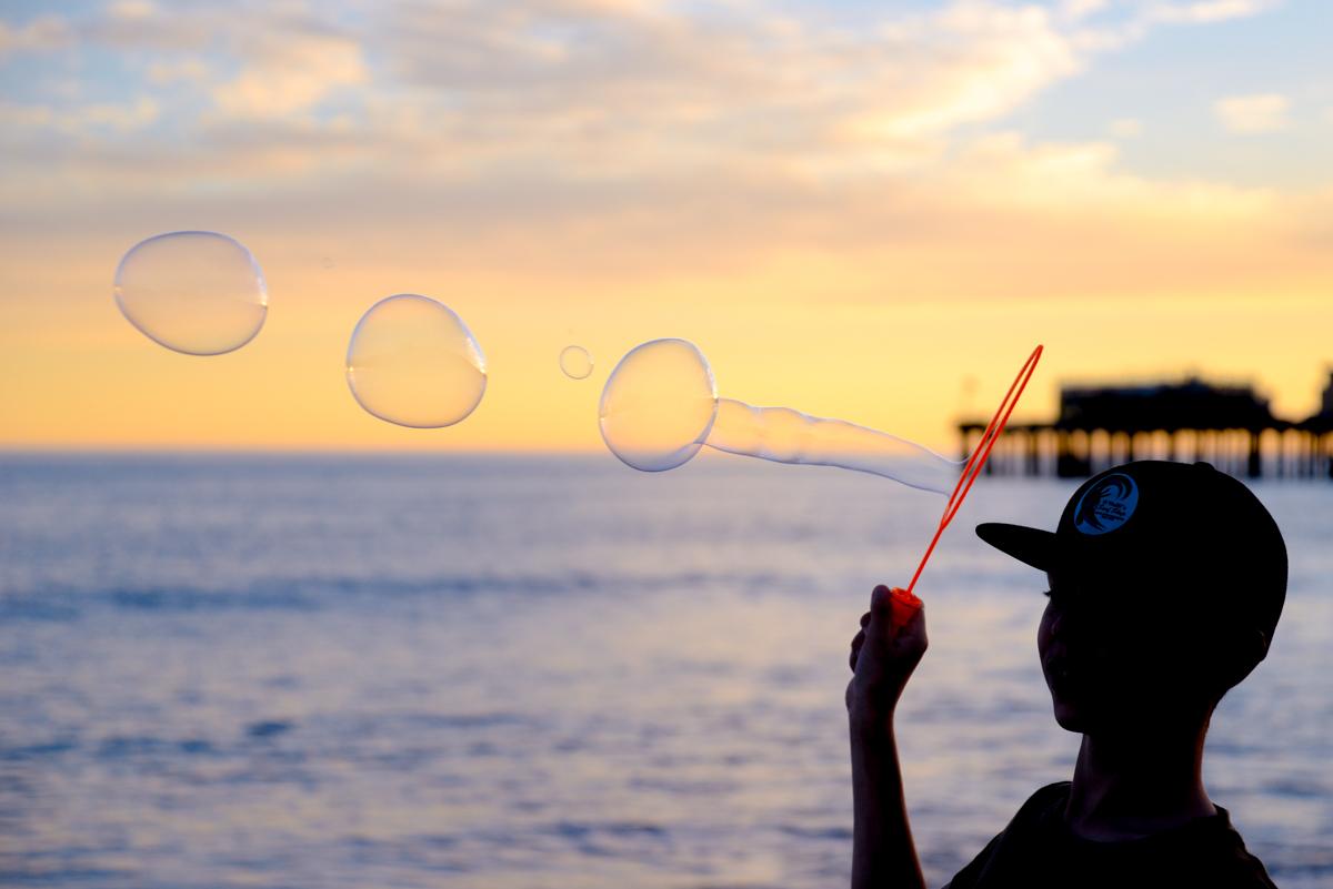 Capitola-beach-bulles-coucher-de-soleil
