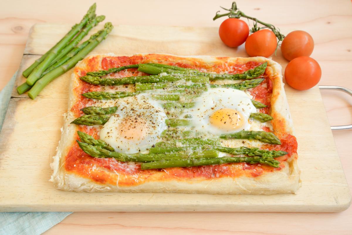 Pizza-aux-asperges-cuisine