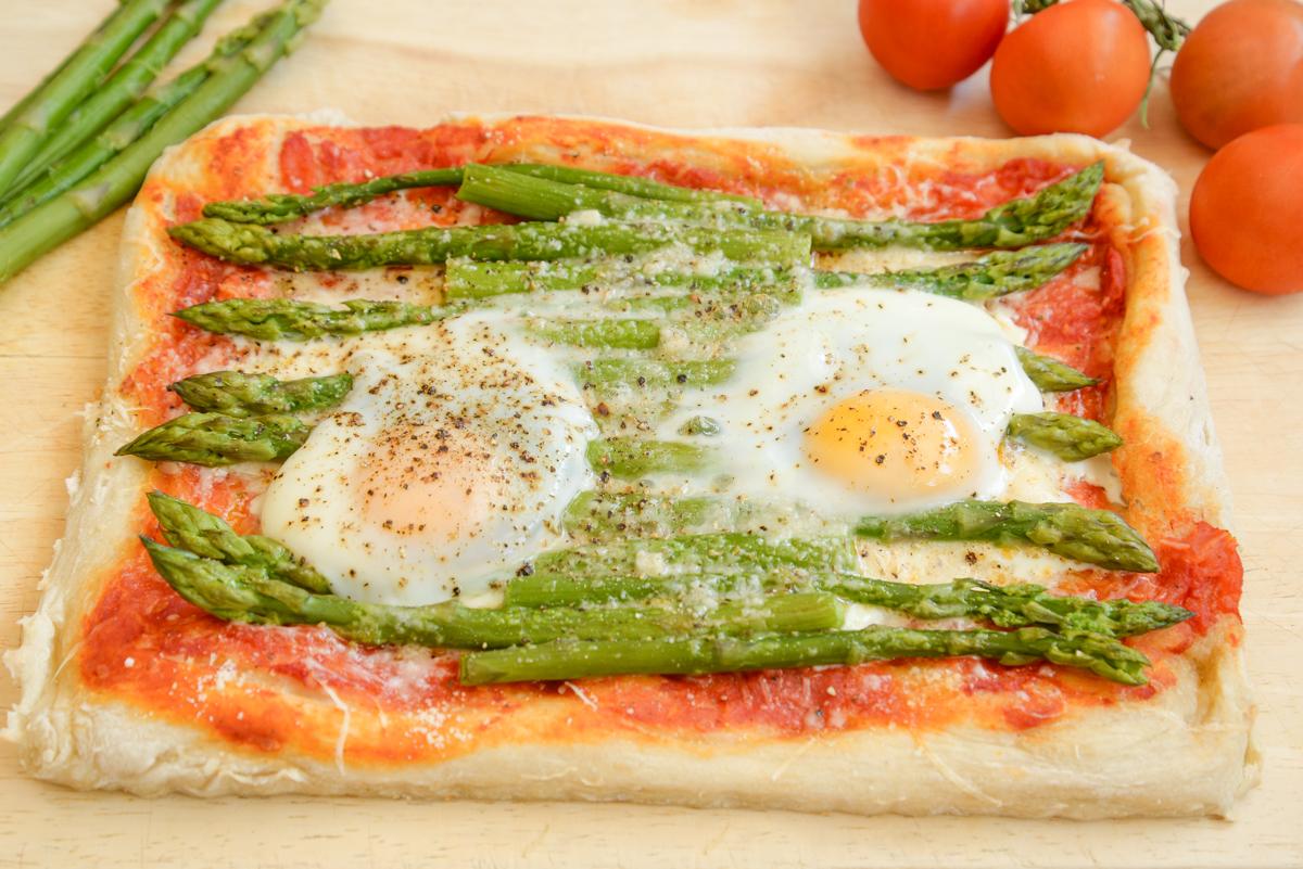 Pizza-aux-asperges-delicieuses