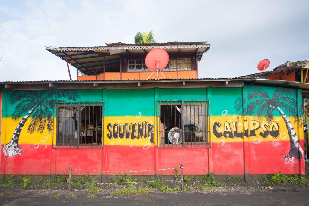 maison-colorée-costa-rica